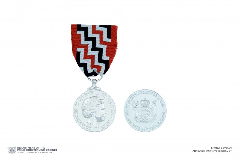 Composite of obverse and reverse of the Queen's Service Medal on ribbon